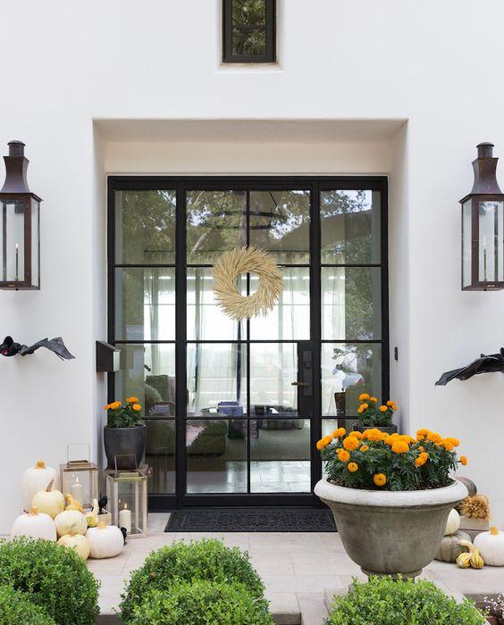 Pretty Outdoor Halloween Decor {Details Blog}