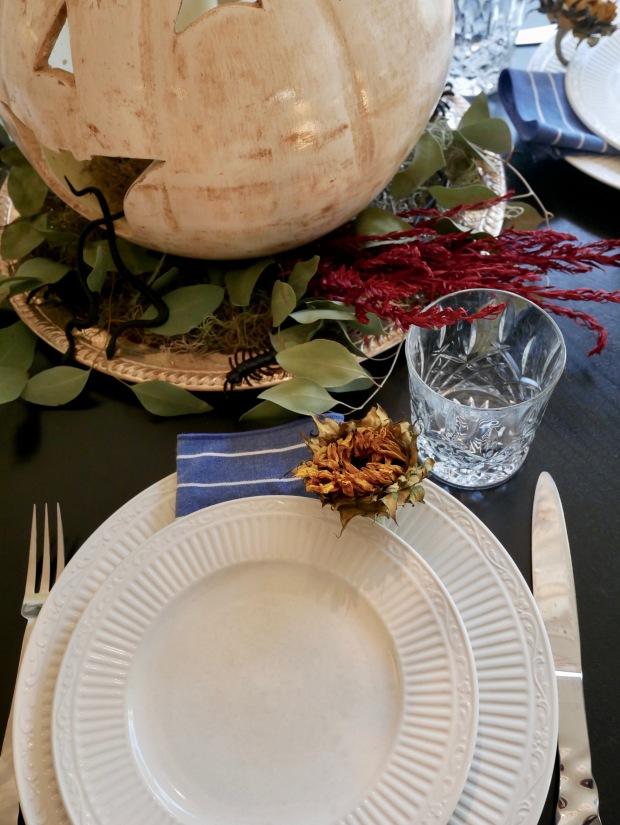 Halloween Floral Table Setting {Details Blog}