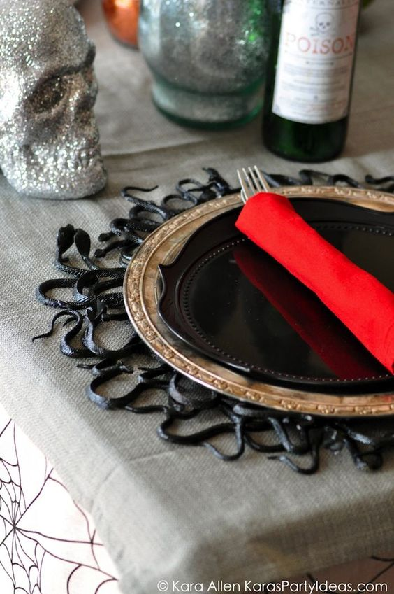 8 Festive DIY Halloween Projects {Details Blog}