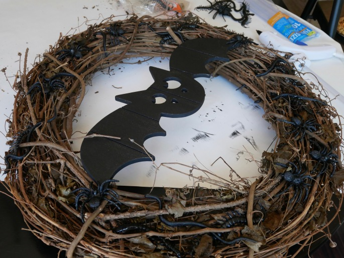 DIY Creepy Crawly Halloween Wreath {Details Blog}