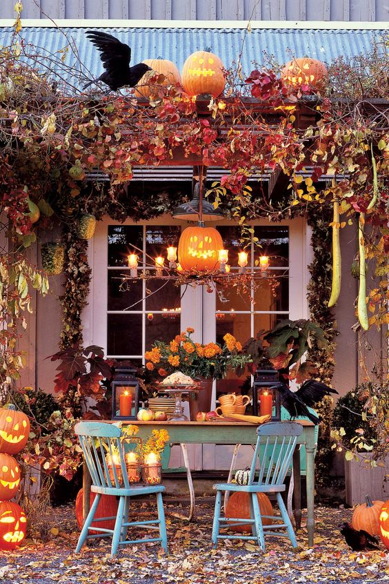 Pretty Outdoor Halloween Decor {Details Blog}