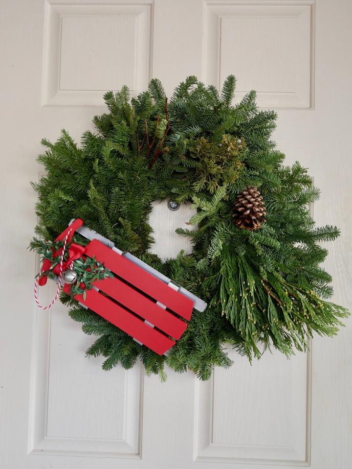Super Simple DIY Christmas Wreath {Details Blog}