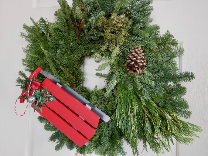 Super Simple DIY Christmas Wreath {Details Blog}