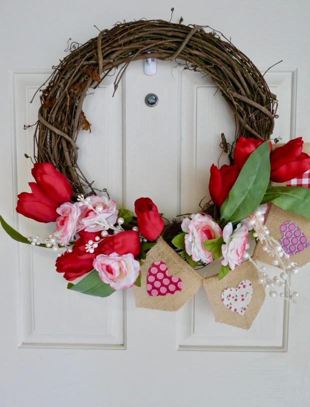 Simple Valentine's Day Garland + Centerpiece {Details Blog}