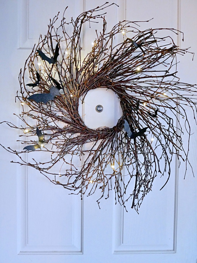 DIY Flying Bat Halloween Wreath {Details Blog}